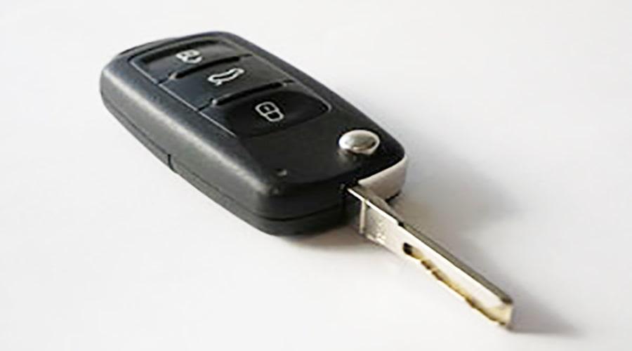 یک نوع سوئیچ خودرو که کلید ضامن دار است و پایه آن در دسته جمع می شود